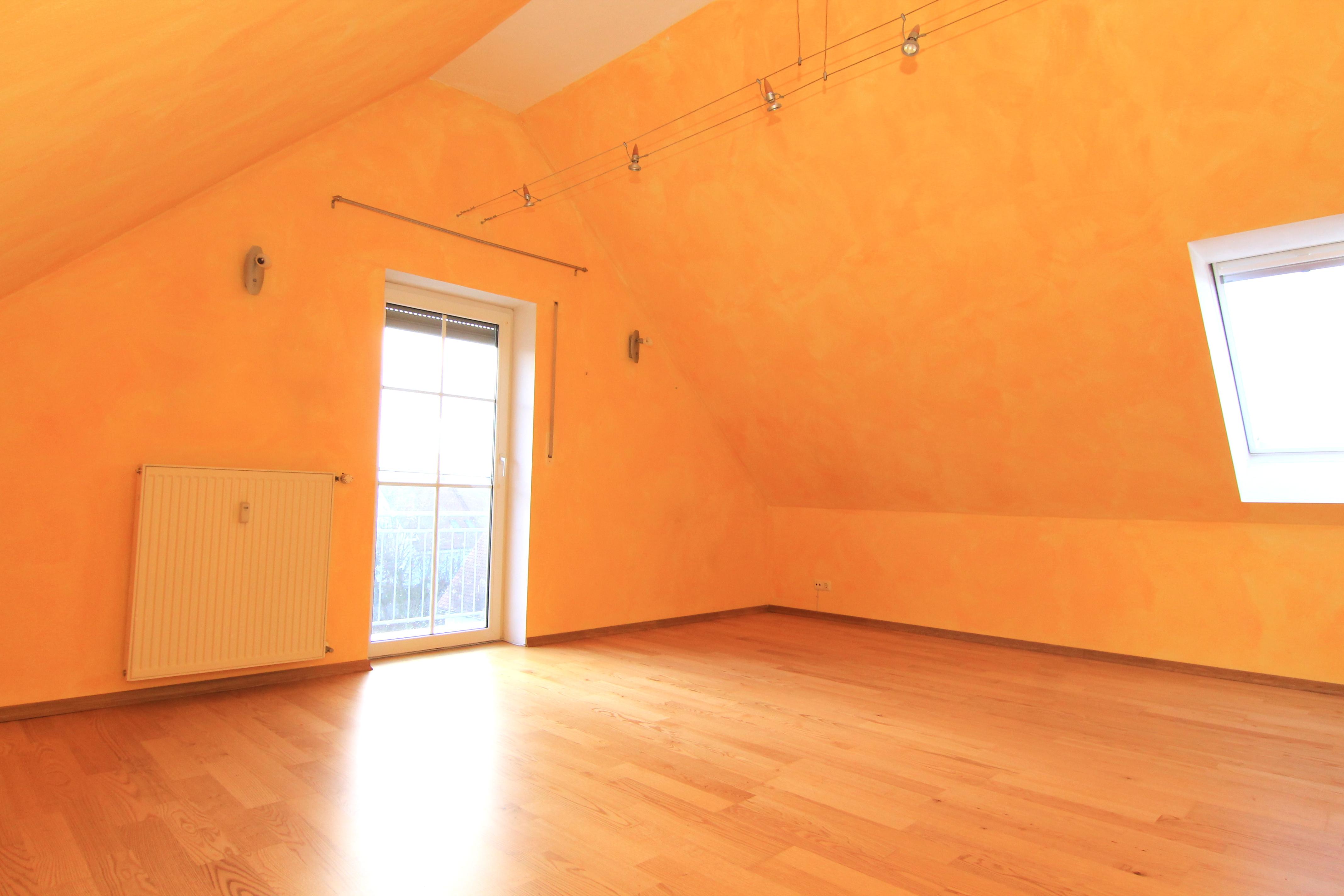 GEMTLICH UNTERM DACH Feine 2 Zimmer Dachgeschoss Wohnung Mit