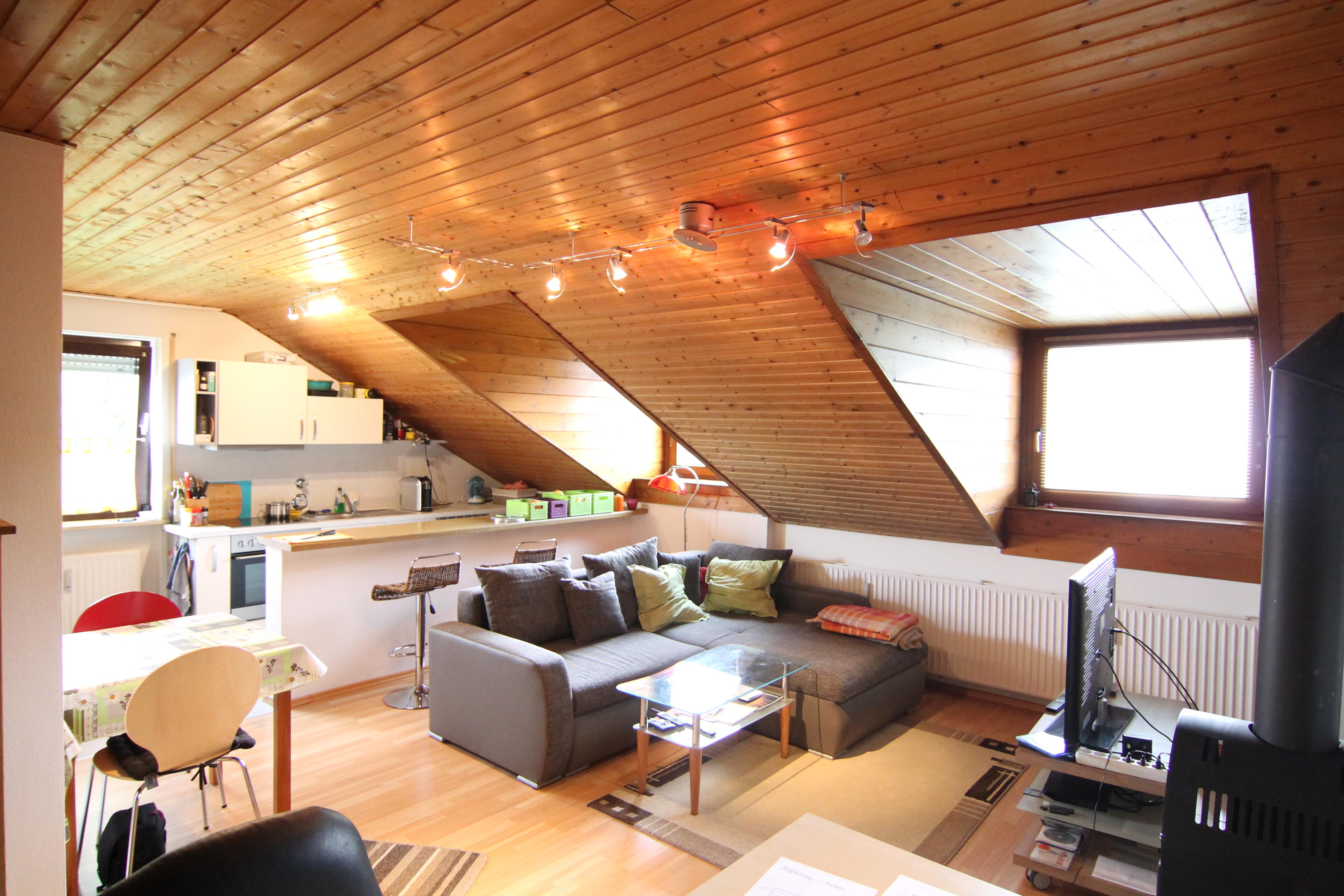 GEMTLICH UNTERM DACH Gepflegte 2 Zimmer Dachgeschoss Wohnung
