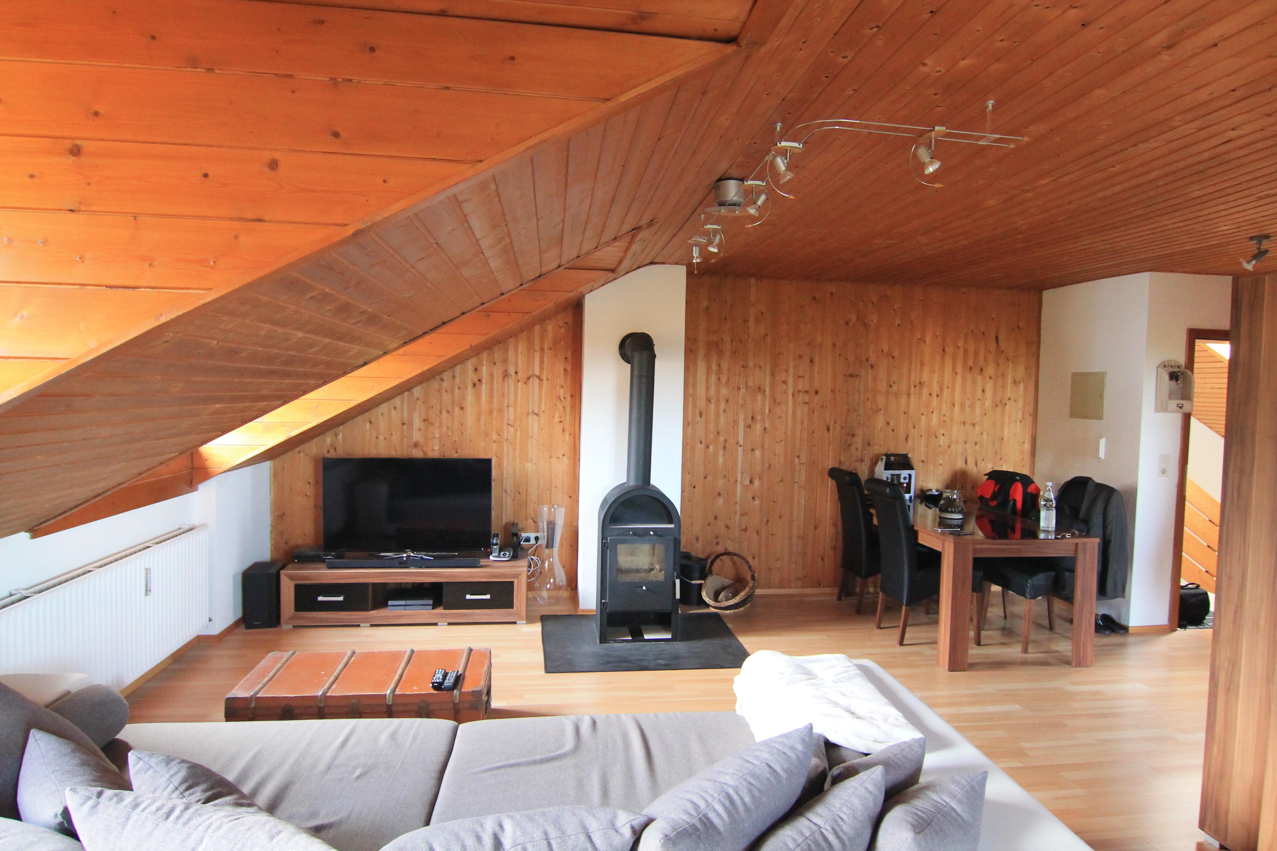 Gemutlich Unterm Dach Gepflegte 2 Zimmer Dachgeschoss Wohnung Mit